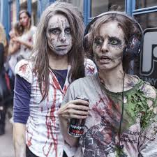 In images, in pictures. Zombie Walk Bordeaux the parade of the living dead in the city
